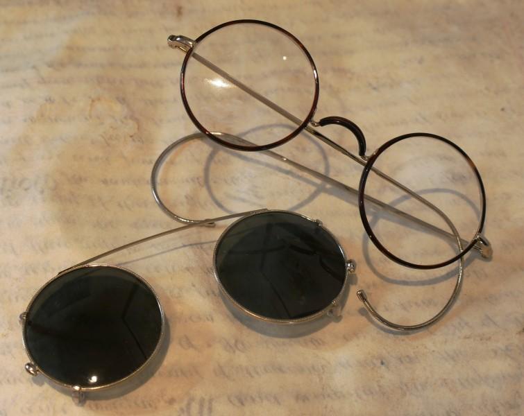 brille mit sonnenclip